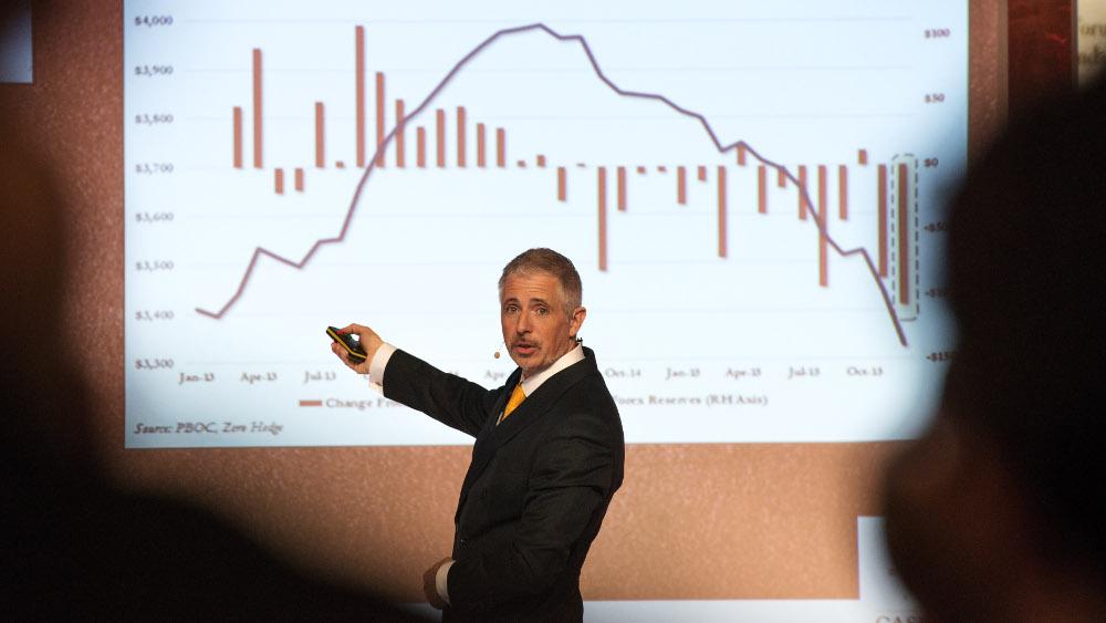 Dirk Müller bei einem Vortrag von Finanzethos